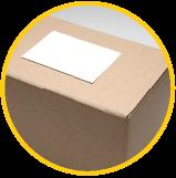 boîte en carton avec étiquette