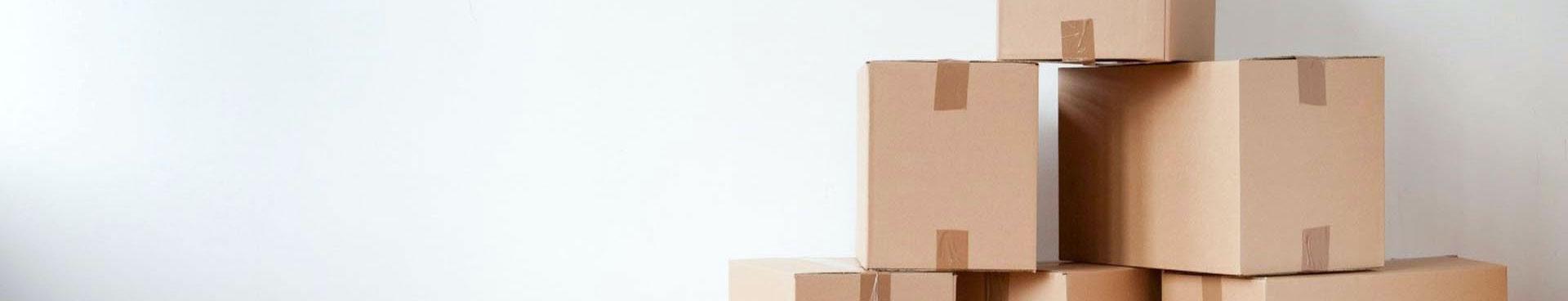 Plusieurs cartons empilés
